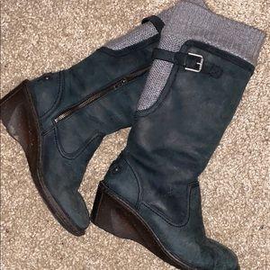 grey/ black ugg boots